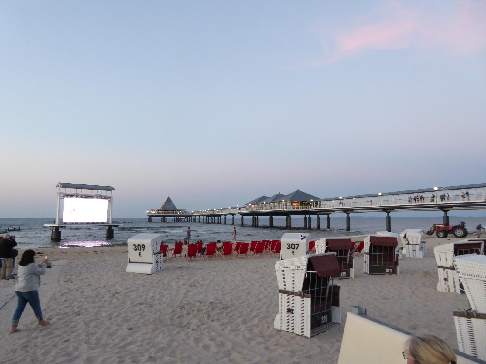 Kinoleinwand in der Ostsee
