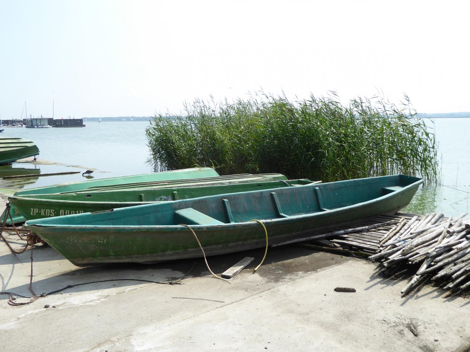 Auch die beiden Ruderboote machen einen einladenden Eindruck
