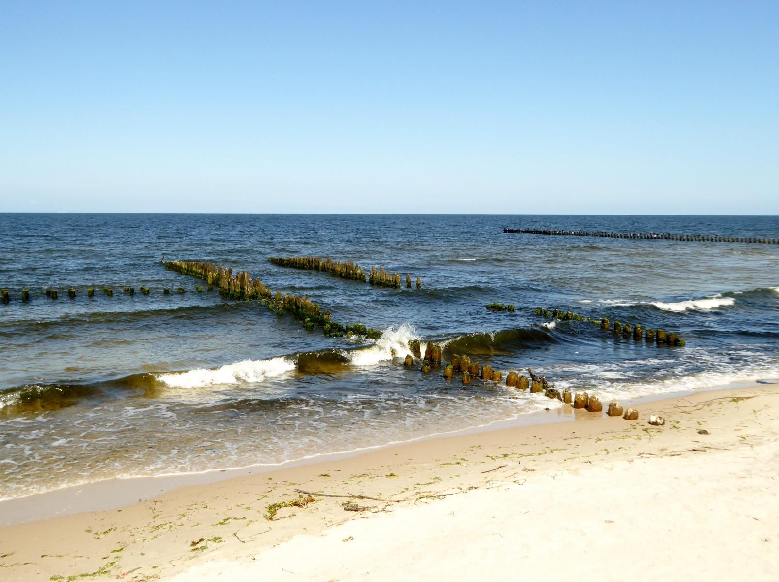 Abgesehen von den Ortschaften findet man während der Tour sehr einsame Strandbereiche, die von wenigen Gästen aufgesucht werden.