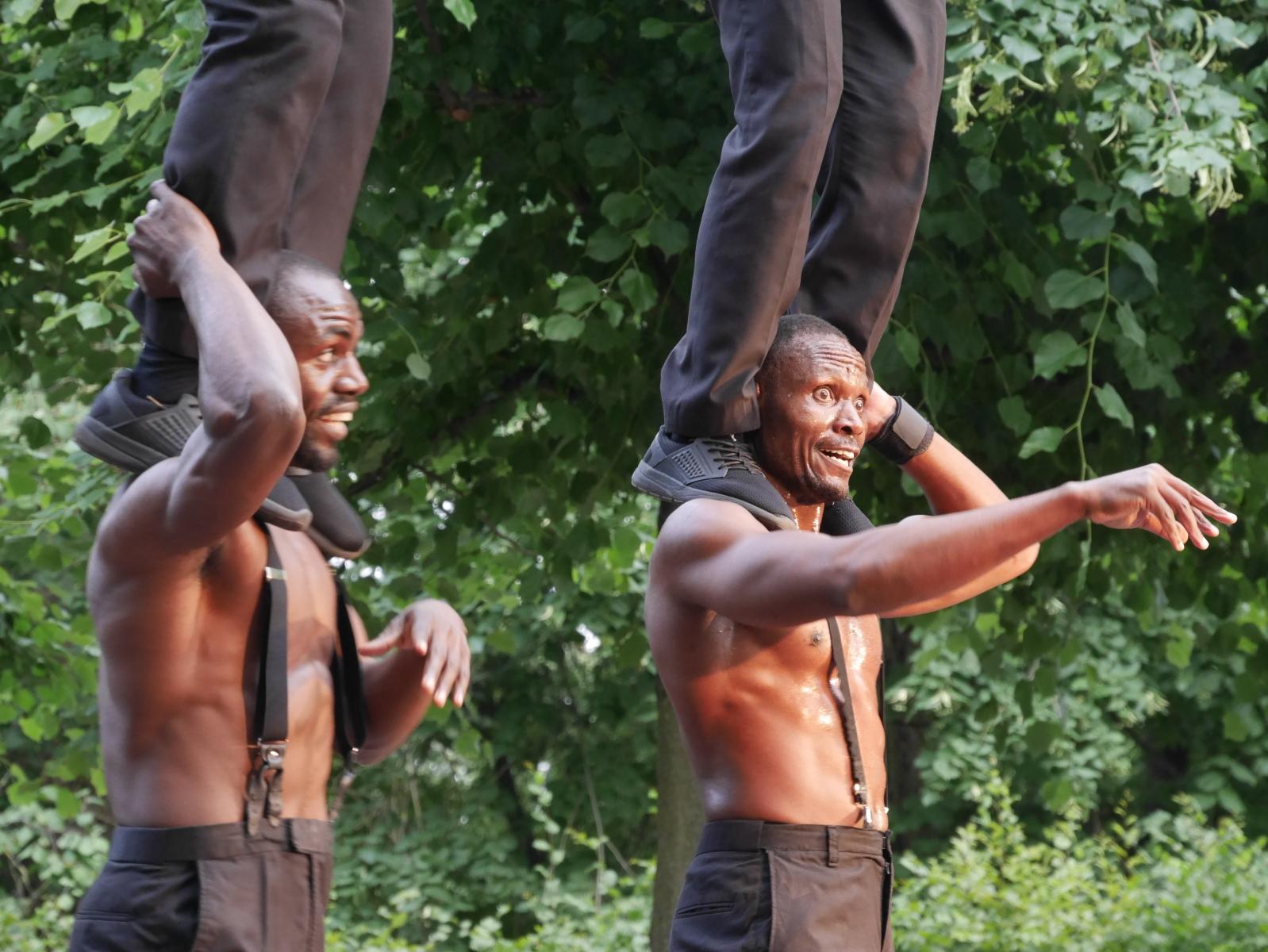 'men in black', Akrobatik auf hohem Niveau